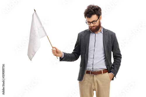 Foto  Man with his head down holding a white flag