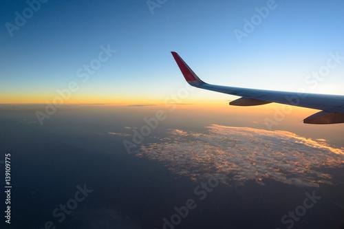 Türaufkleber Flugzeug Sunrise sky from airplane window