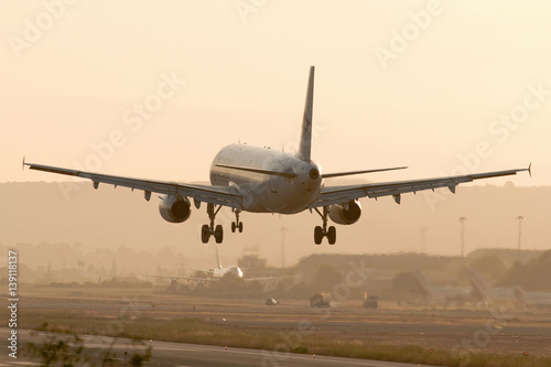 Airbus 320_sunset-landing #139118137