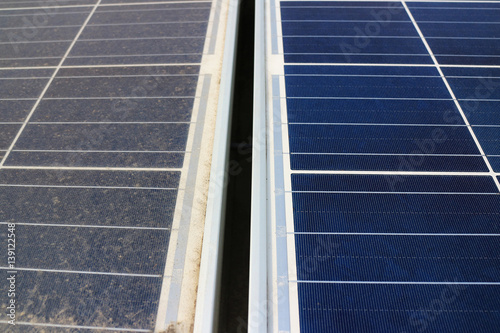Fotografía  Dirty versus Clean Photovoltaic Panels
