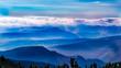 Gebirge Landschaft mit blauem Himmel und Wolken - Alpen