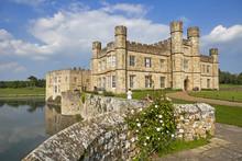 The Majestic Leeds Castle Situ...