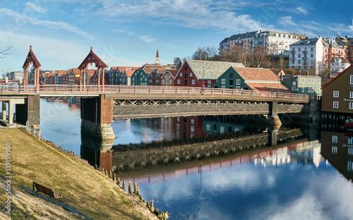 Fotografia, Obraz  Trondheim buildings and river