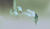 samotna kobieta stojąca przed dymem, malarstwo ilustracja - 139160301