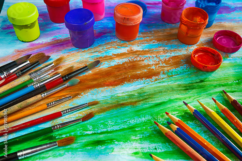 Fotografia Artistic brushes, pencils and colored ink on colored background of avant-garde