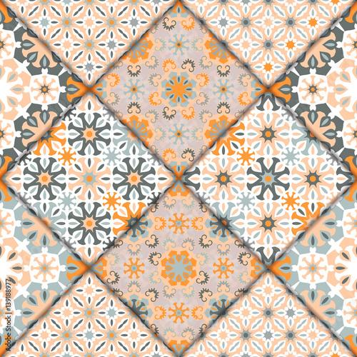 wektorowy-abstrakcjonistyczny-bezszwowy-patchworku-wzor-tekstury-arabskiej-plytki-z-ornamentami-geometrycznymi-i-kwiatowymi-stylizowane-kwiaty-kropki-i-koronki-vintage-wektor-karty