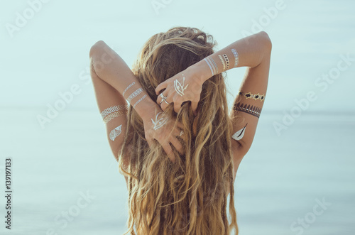 Fotografia, Obraz  Beautiful young girl with Flash Tattoo