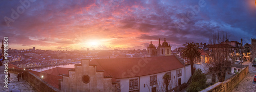 Papiers peints Paris Awesome incredible pink-orange-lilac sunset. View of the Douro River from the Episcopal palace. Beautiful panoramic cityscape in backlit evening sunbeam. Porto. Portugal.