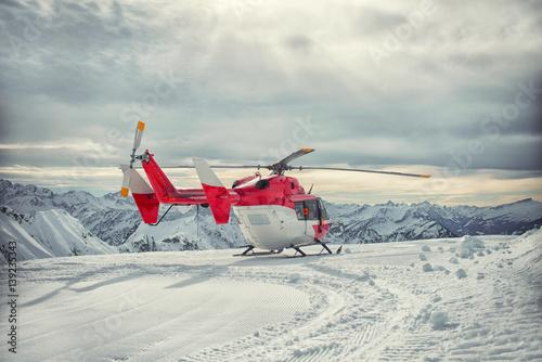 Zdjęcie XXL Śmigłowiec górskich służb ratowniczych w zimie