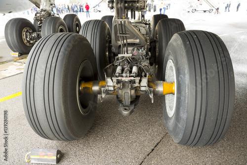Obraz na plátně  Airbus A380 tires