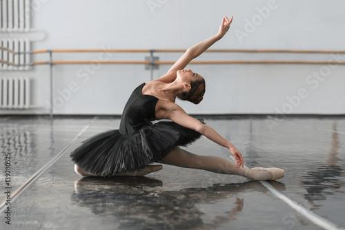 Fotografija Beautiful ballerina sit on the twine in class