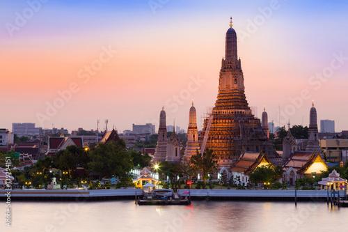 Deurstickers Eiffeltoren Beautiful sky over Arun temple riverfront, Bangkok Thailand landmark