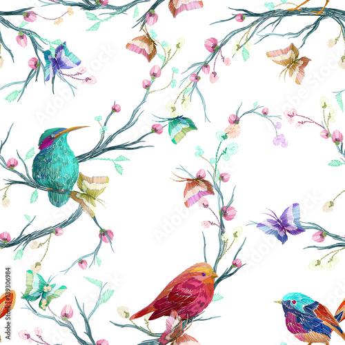 vintage-wzor-ptak-motyl-i-kwiat-lisc-oddzial-na-bialym-tle-imitacja-haftu-akwarela-recznie-rysowane-ilustracji