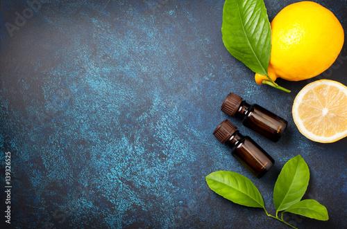 Fotografie, Obraz  lemon essential oil