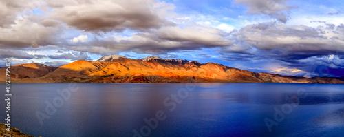 Photo Stands Night blue Lake Tso Moriri
