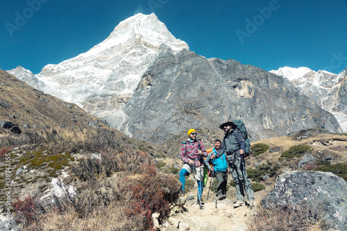 Foto op Canvas Alpinisme Hikers staying on Footpath in high Mountains