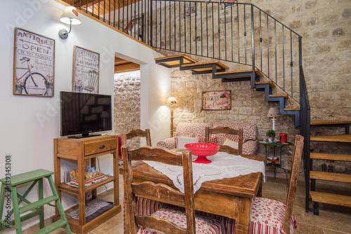 Casa con soppalco con camera da letto, soggiorno e cucina - Buy this ...