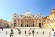 VATICAN CITY, VATICAN - AUG 10, 2011 : Basilica Of Saint Peter In The Vatican
