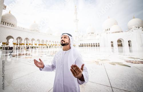 Fényképezés  Arabic man at the mosque