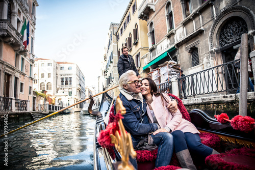 Tuinposter Gondolas Happy couple on romantic holiday in Venezia