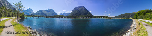 Photo sur Toile Cote Romsdalsfjorden near Andalsnes in Norway
