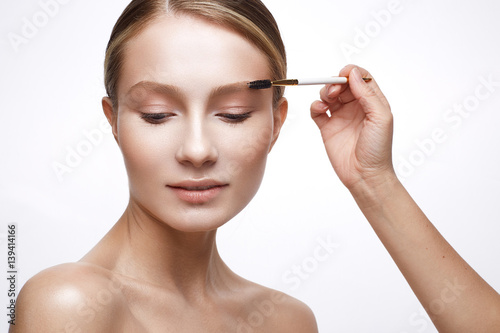 Young girl with a healthy skin and Nude makeup Canvas-taulu