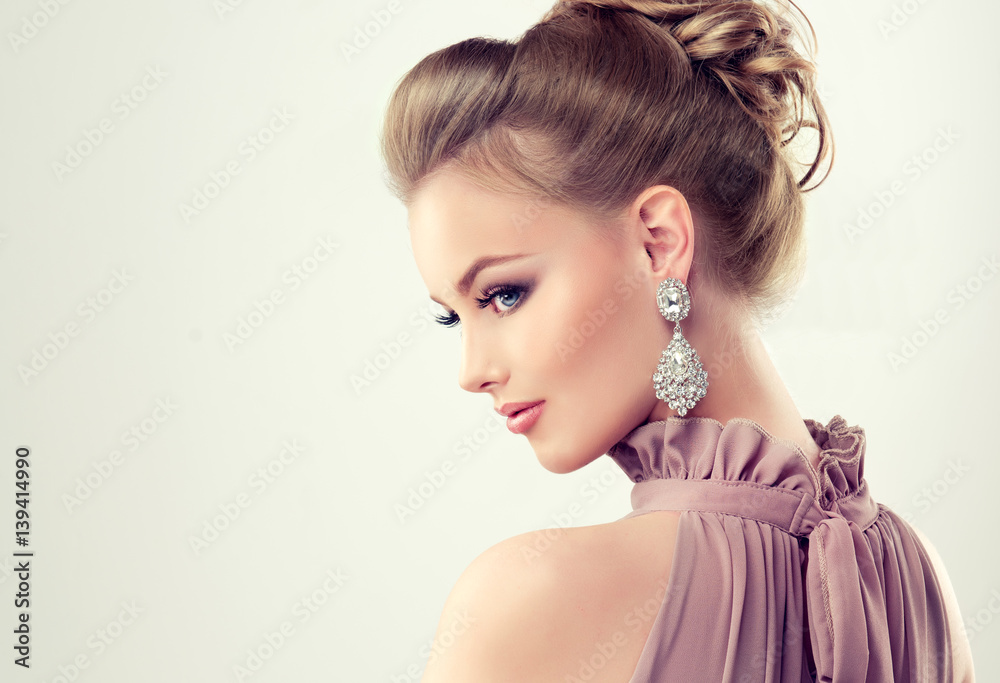 a736c30be6fac Fotografie, Obraz Beautiful girl with elegant hairstyle and big ...