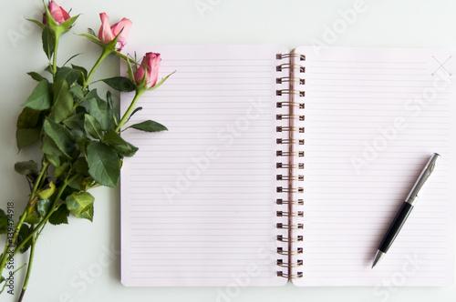 Fototapeta róże i notes obraz