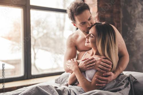 Fotografia  Beautiful couple in bed