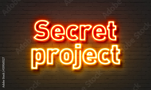 Photo  Secret project neon sign on brick wall background.