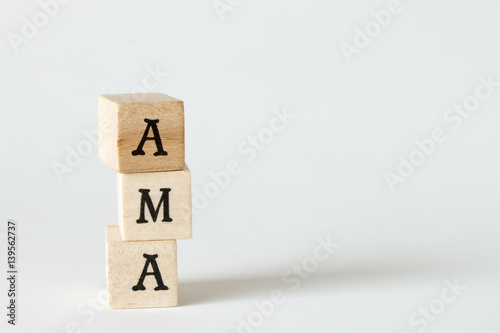 AMA、Ask Me Anythingの文字の書かれた木製のブロック Canvas Print
