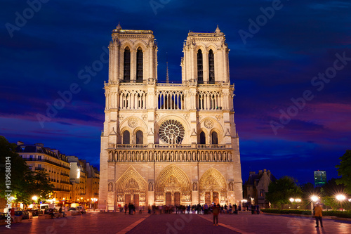 Photo sur Toile Europe Centrale Notre Dame cathedral sunset in Paris France
