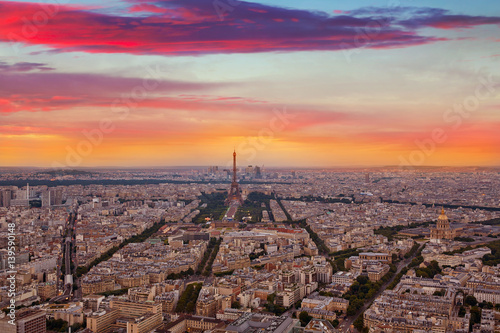 Photo Eiffel Tower in Paris aerial sunset France