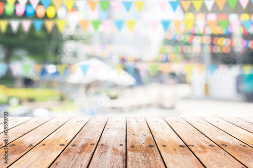 Cadres-photo bureau Jardin Empty wooden table with party in garden background blurred.