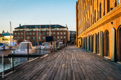 Obraz The Waterfront Promenade at Hendersons Wharf, in Fells Point, Baltimore, Maryland. - fototapety do salonu