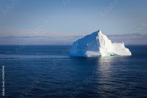 Obraz na plátně  Iceberg floating in calm ocean