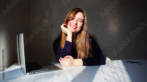 Portrait of dimples young girl with laptop, beautiful woman sitt Tablou Canvas