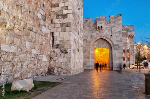 Fototapeta premium Brama Jaffa nocą - Stare Miasto w Jerozolimie