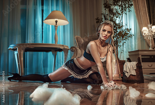 Foto auf AluDibond Artist KB Sexy blond maid cleaning floor in the stylish interior