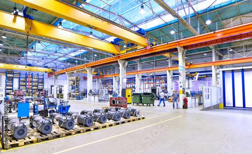 Fotografie, Obraz  Industriehalle mit Interieur im Maschinenbau // Industrial hall mechanical engin