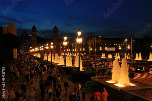 Plakat Fontanny Chrzcielnicy Magica w Barcelona przy nocą, Hiszpania