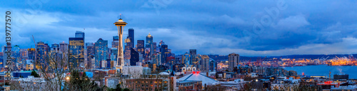 Photo Seattle skyline panorama at sunset from Kerry Park in Seattle