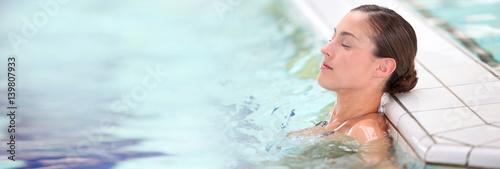 Beautiful young woman relaxing in seawater pool Tapéta, Fotótapéta