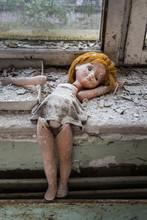 Forgotten Doll In Abandoned Ho...