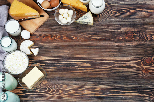 Poster Produit laitier Fresh dairy products on wooden background