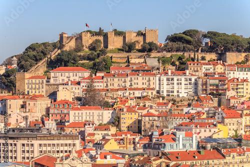 Vista do centro de Lisboa com o castelo em fundo Poster