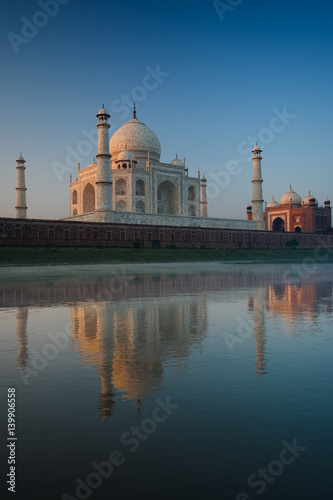 Foto op Plexiglas Artistiek mon. Jamuna River Reflection of Rear of Taj Mahal at Sunrise