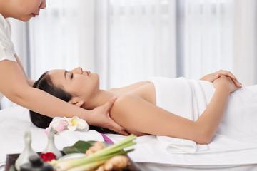 Obraz na płótnie Canvas Relaxing massage
