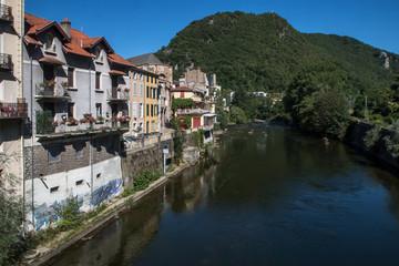 Fototapeta na wymiar Ville de Foix dans l' Ariège avec son château