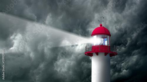 Photo PHARE - Tempête orage et ciel gris noir